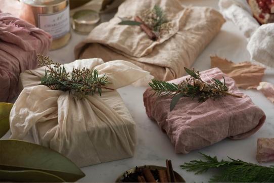 eyeswoon_simoneleblanc_athenacalderone_holiday_gift_wrapping1