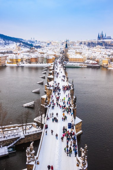 charles-bridge-prague-winter