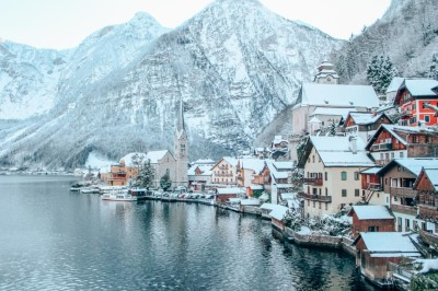 Hallstatt-Austria-Lake-and-Mountains-Winter-Snow-3.jpg